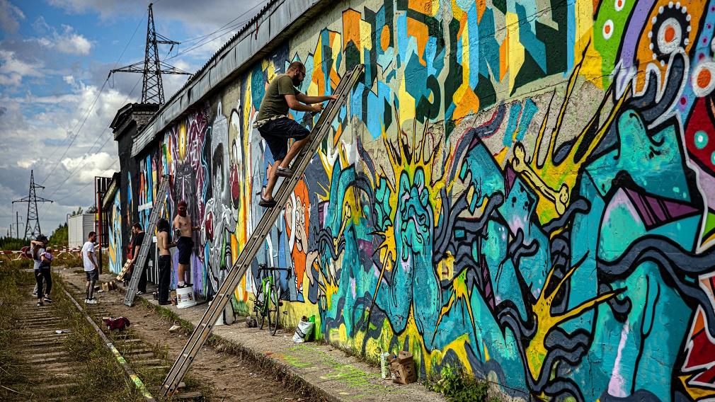 «В Брянске есть художники, которые могут качественно оформить город!»