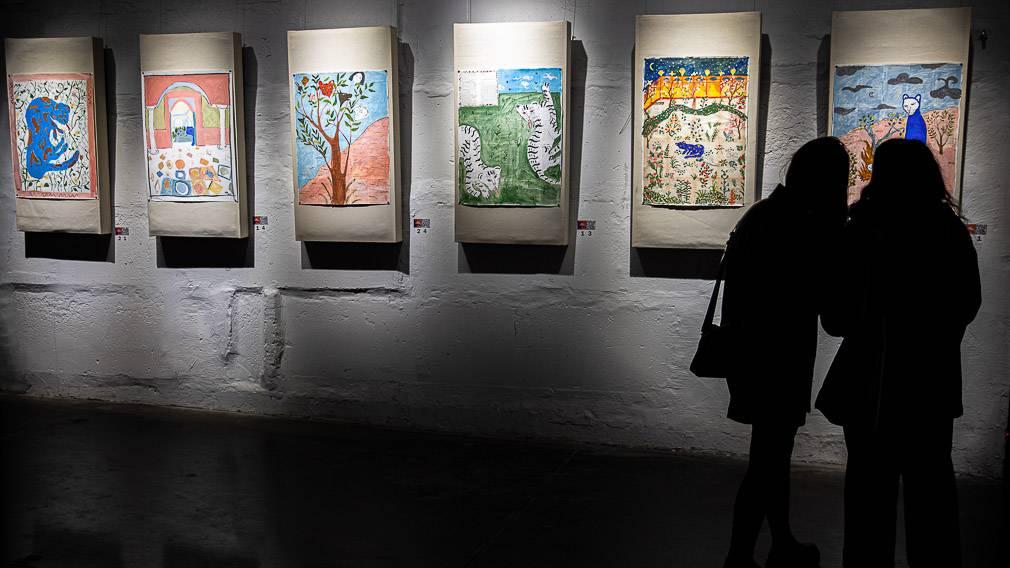 Искусство и благотворительность: в «Модуле» открылась выставка «Земли Вак-вак»