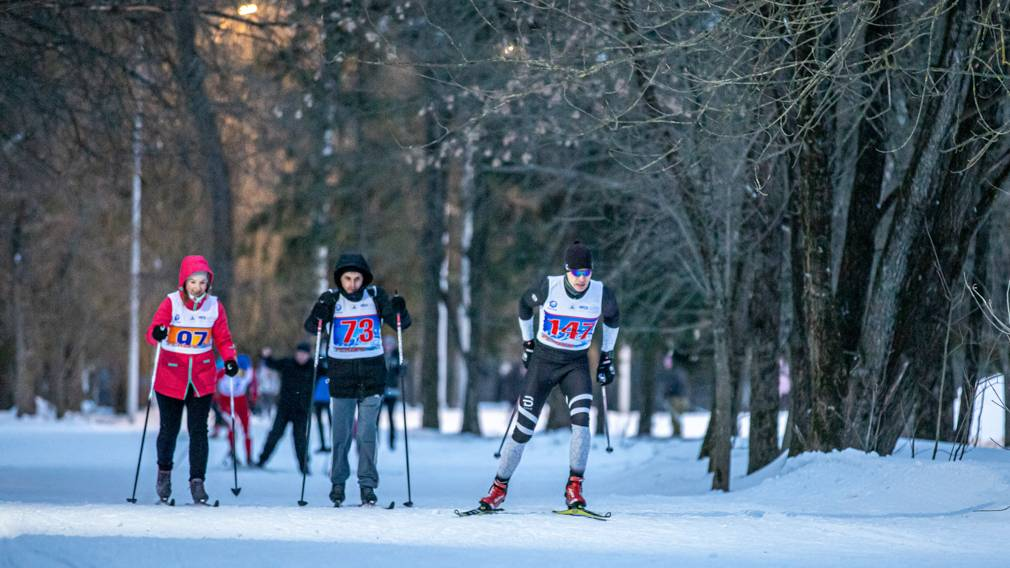 В Брянске прошла вечерняя лыжная гонка имени Владимира Лапонова