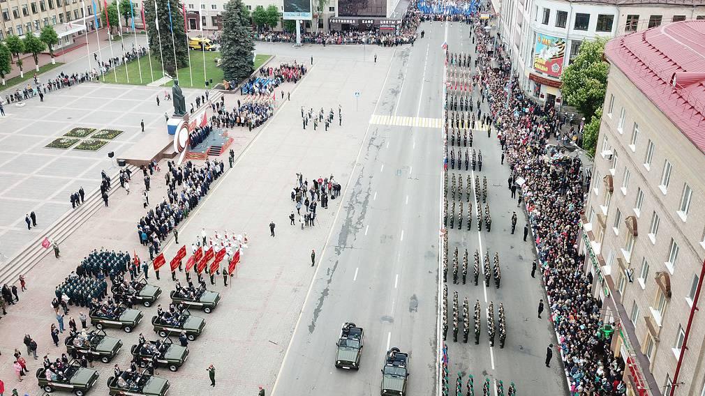 Парад Победы в Брянске с высоты: фоторепортаж