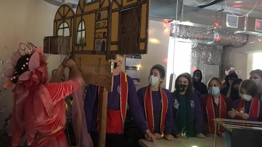 Брянские волонтёры открыли «Мир театра кукол»